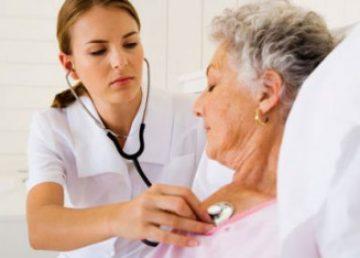 como-escolher-um-cuidador-idosos
