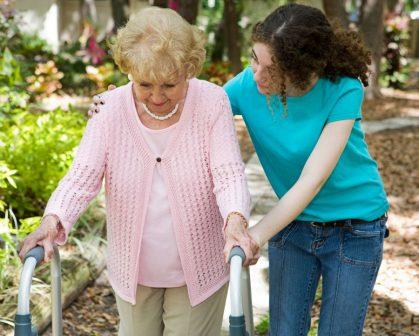 O cuidador é aquela pessoa que se predispõe a acompanhar o paciente que necessita de cuidados contínuos